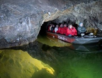 Моравия: карстовые пещеры, город Брно и дегустация вин